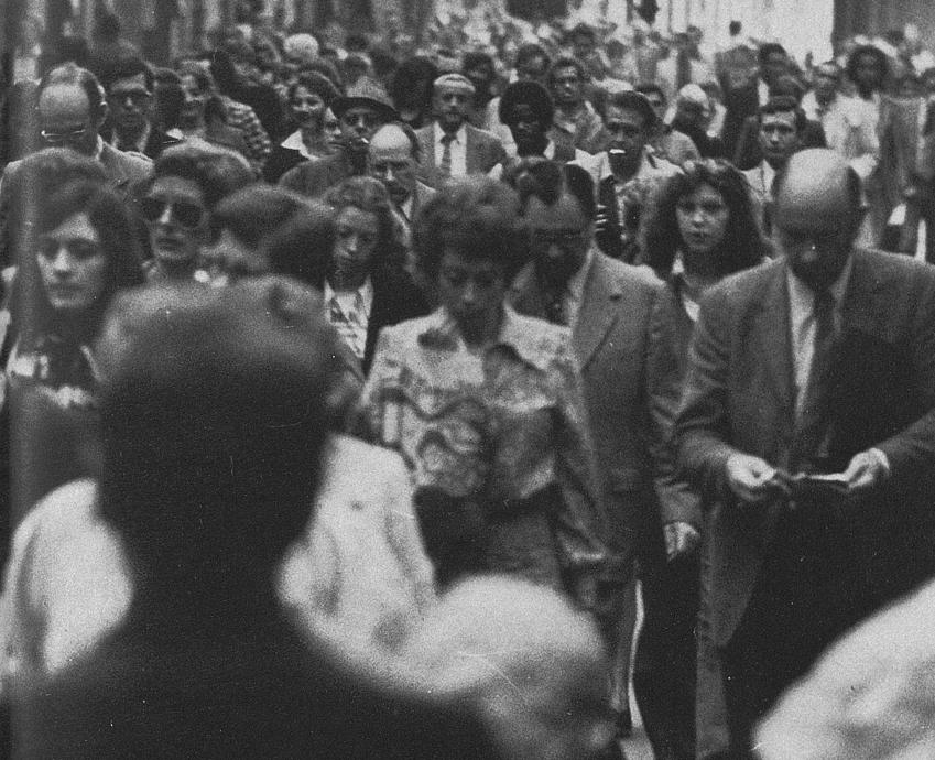 Population parisienne dans le quartier des Halles dans les années 70 © Apur
