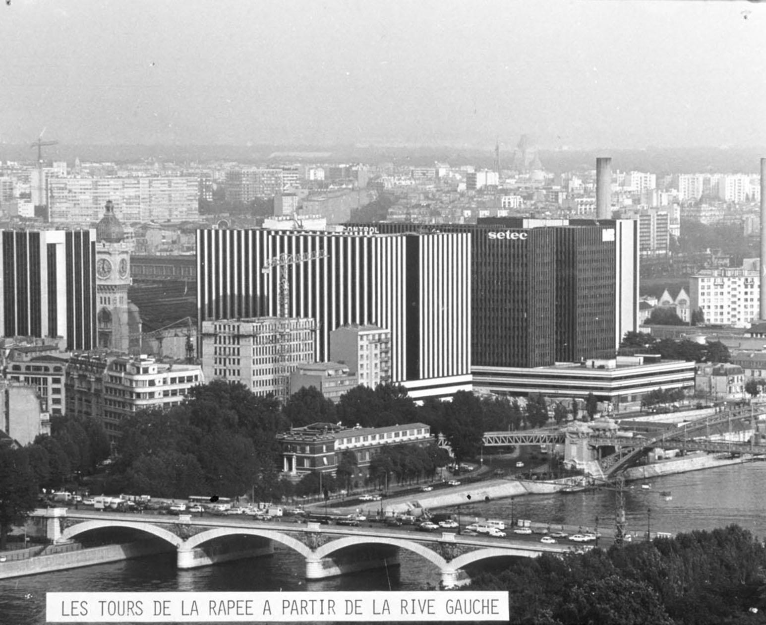 Exposition publique ZAC Gare de Lyon et rue de Bercy - Les tours de la Rapée, vue depuis la rive gauche (1981) © Apur