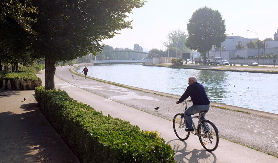 Piste cyclable le long du canal Saint-Denis © Apur – Yann-Fanch Vauléon