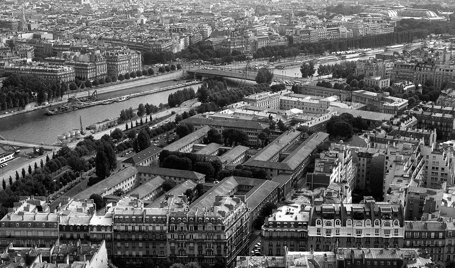 Point de vue depuis la Tour Eiffel : avenue de la Bourdonnais, la Seine © Apur