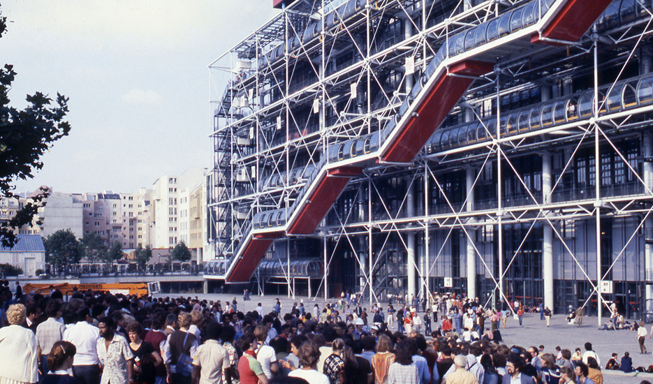 Le Centre Beaubourg et le parvis, années 70 © Apur