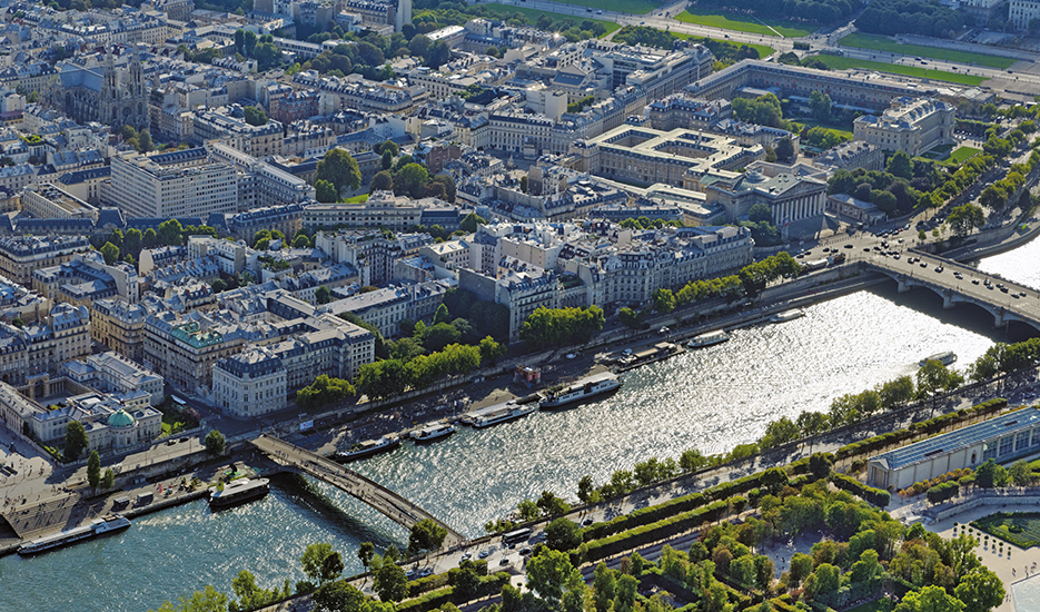 Aerial view of Paris © ph.guignard@air-images.net