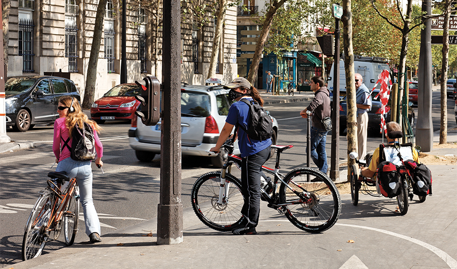 Quai de Gesvres, cycliste portant un masque anti-particules © Apur - David Boureau