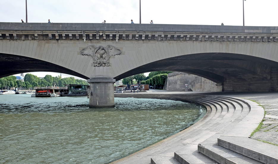 Steps under the bridge - Pont de l'Iéna © Apur