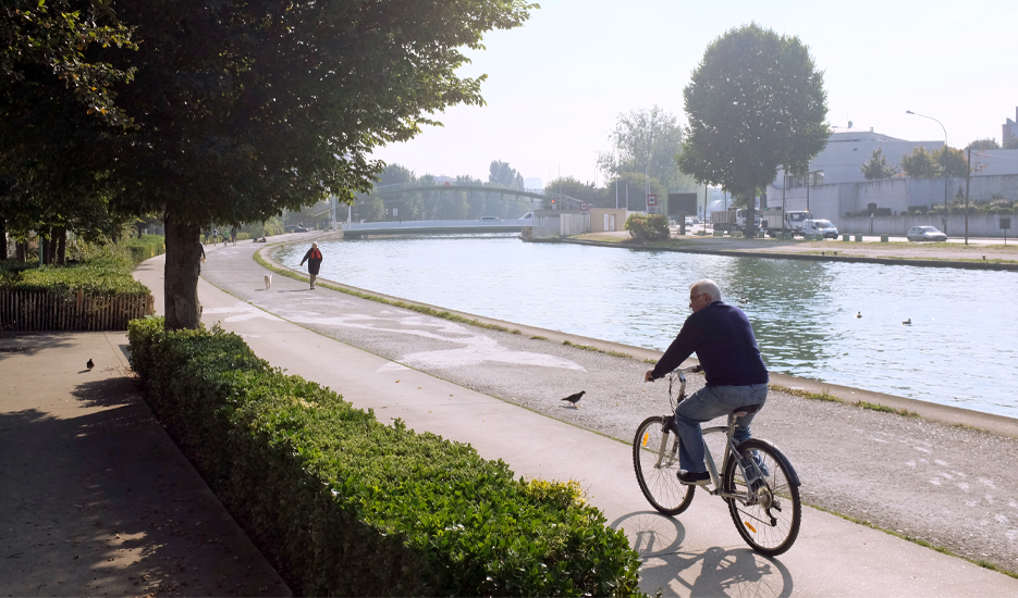 Cycle path along Canal Saint-Denis © Apur – Yann-Fanch Vauléon