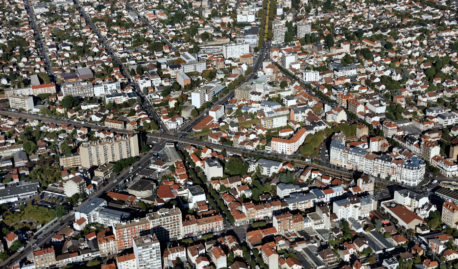 Aerial view of different types of housing in Ile-de-France ©ph.guignard@air-images.net