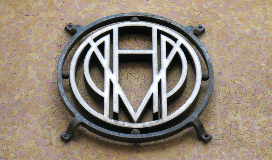 Zoom on a building plaque HBM © Apur