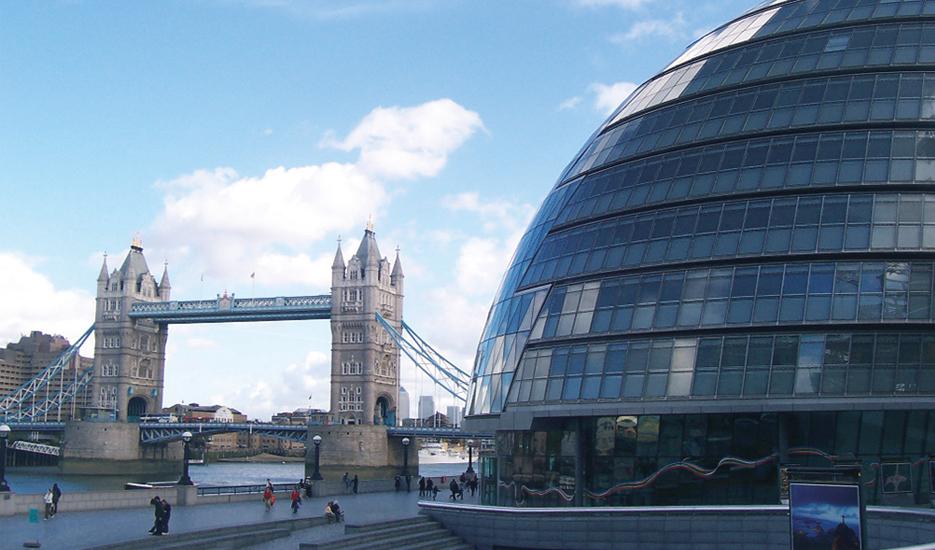 La Tower Bridge et le siège de la Greater London Authority (architecte : Norman Foster) à Londres © Apur