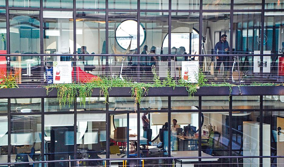 Le Cargo, plateforme d'innovation dédiée aux contenus numériques et industries créatives - 157, Boulevard Macdonald - Paris 19e © Paris&Co