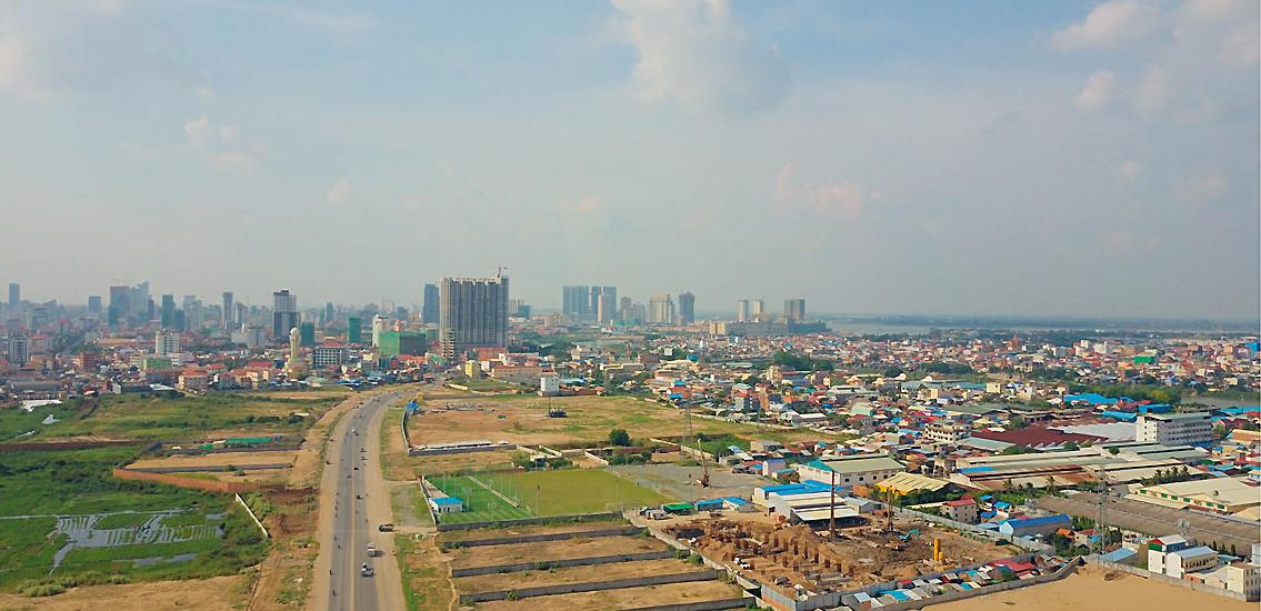 La partie nord du boeng Cheung Ek vue depuis le sud, au centre le boulevard Hun Sen © Cheam Phanin