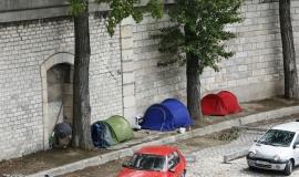 Tentes de sans-abri sur les quais au port de Bercy  © Apur