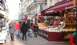 The pedestrian shopping street Rue Daguerre, seen from local shops © Apur