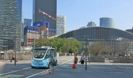 Driverless shuttle built by Navya and Ile-de-France Mobilities, being tested on the pedestrianised area at La Défense © Apur - Maud Charasson