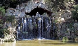 The Longchamps crossroads in the Bois de Boulogne Park: waterfall © Apur