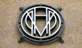 Zoom on a building plaque HBM © Apur