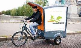 A delivery man for La Petite Reine © Star's service