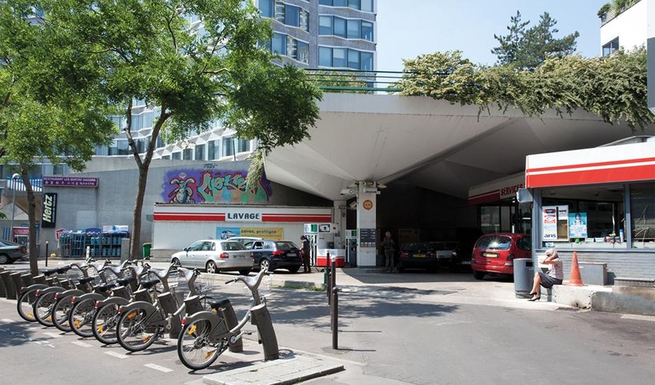 Station-service - Avenue Émile Zola, Paris (15e) © Apur - Hanna Darabi