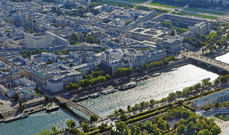 Aerial view of Paris © ph.guignard@air-images.net