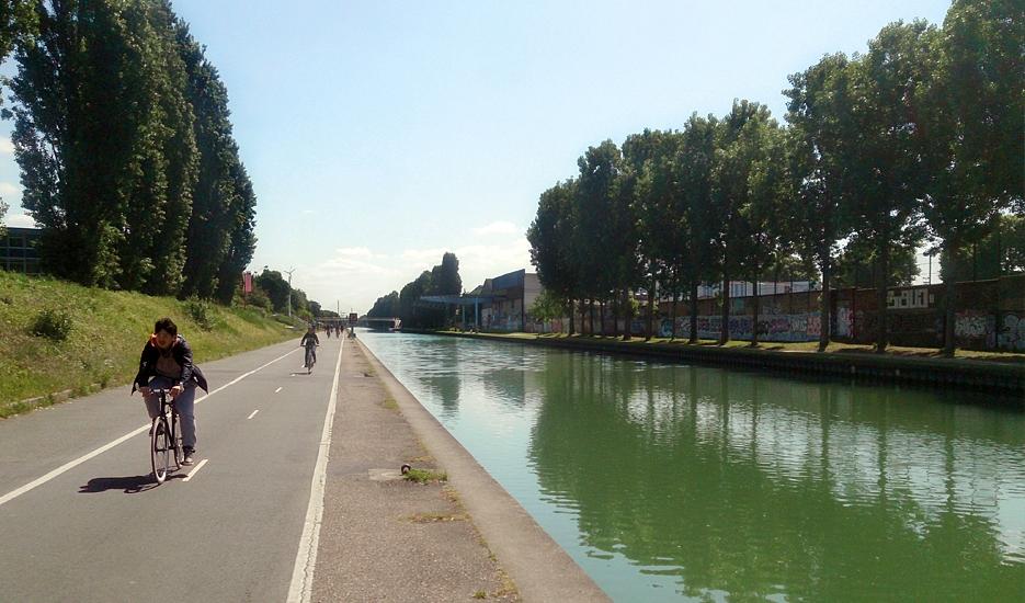 Aménagement cyclable le long du canal de l'Ourcq © Apur - Clément Mariotte