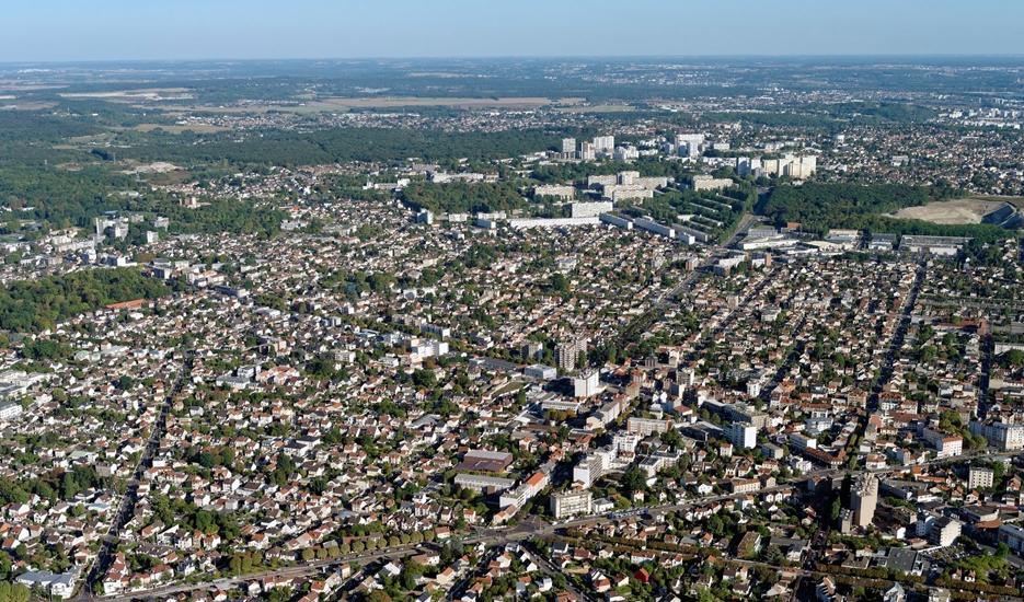 Vue sur Livry-Gargan avec en perspective les villes de Clichy-Sous-Bois et Montfermeil © Ph.guignard@air-images.net
