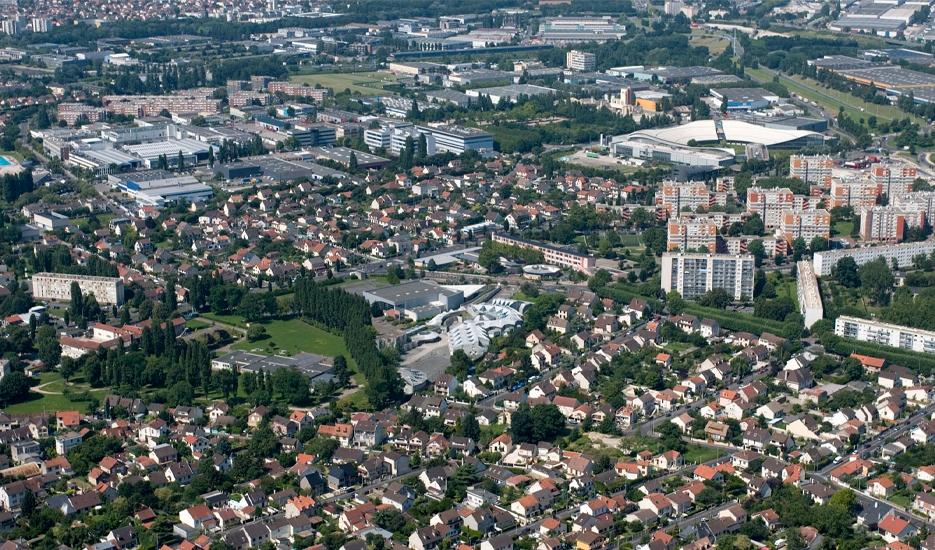 Aulnay-sous-Bois - habitat pavillonnaire et collectif, zone d'activités © DRIEA - Gobry